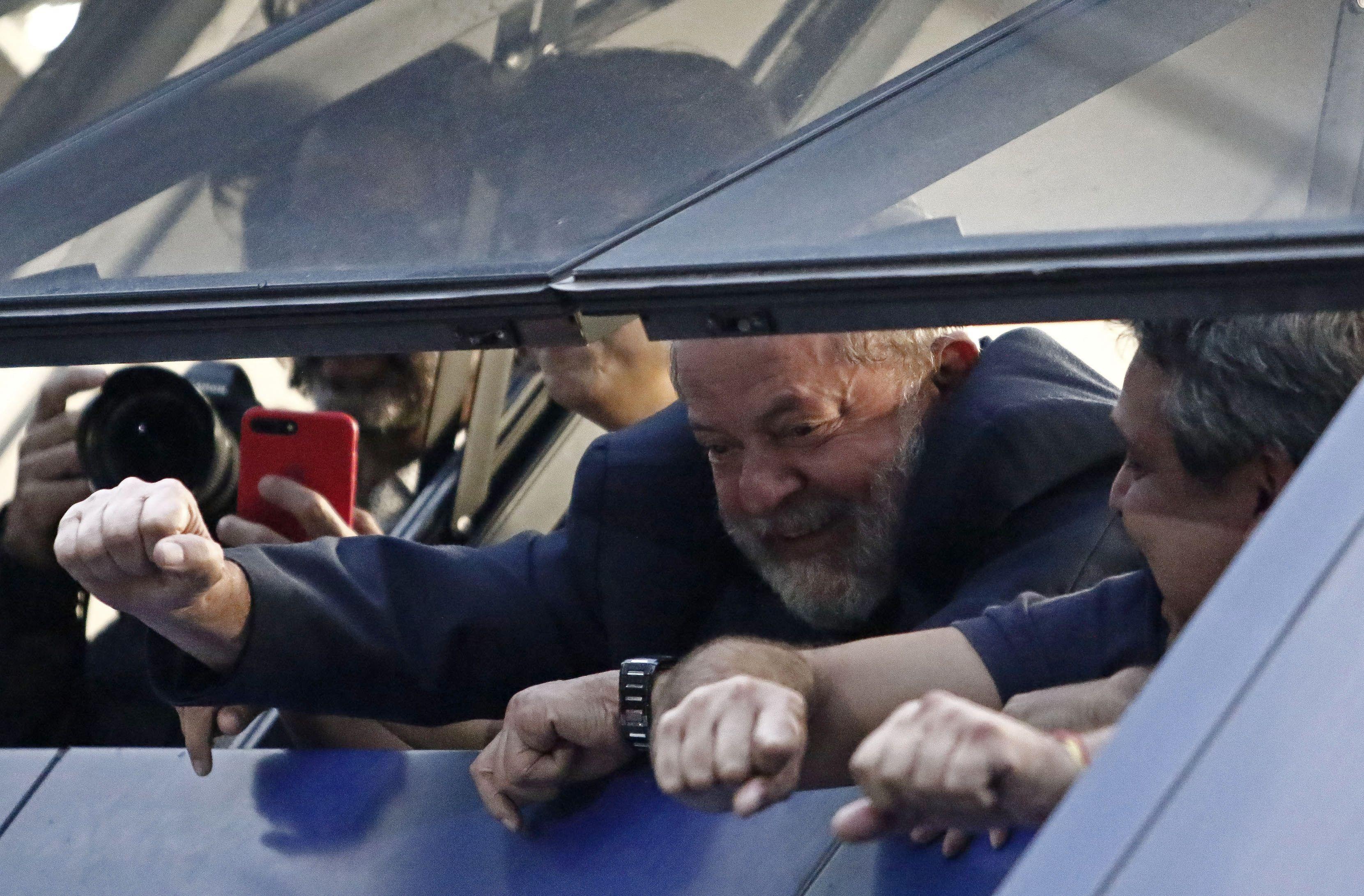 Lula na janela do Sindicato dos Metalúrgicos do ABC.