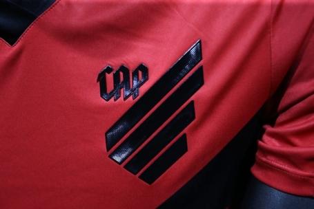 06a0fdfadb Novo escudo do Atlético-PR é aprovado